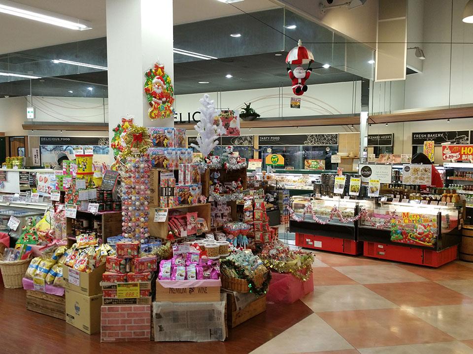 スーパーのクリスマスの売り場作り